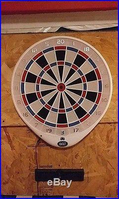 White darts connect dart board